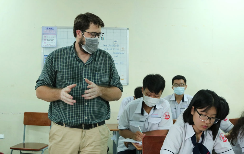 """Poor American teacher becomes Vietnamese internet sensation after treating students milk tea: """"They saved my life"""""""