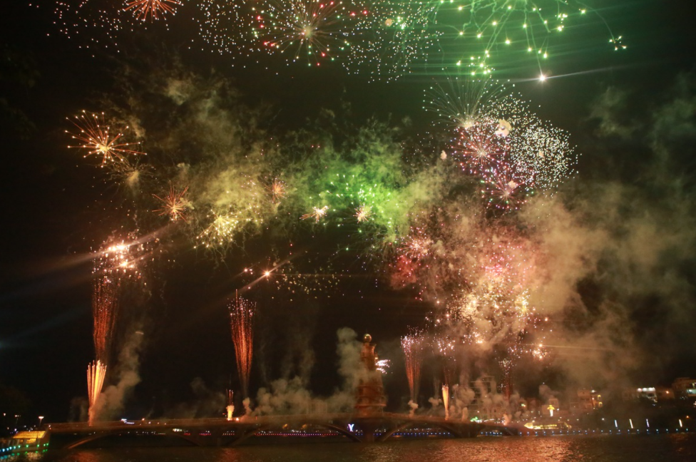 Brilliant fireworks on Hung Kings' commemorate day