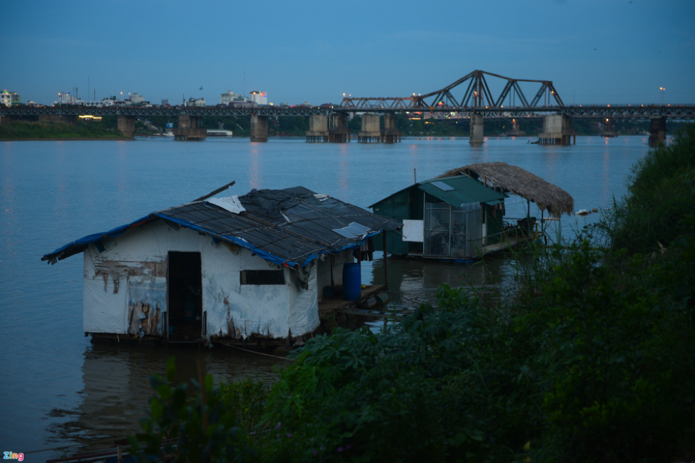 A village with no water nor electricity in Hanoi's center