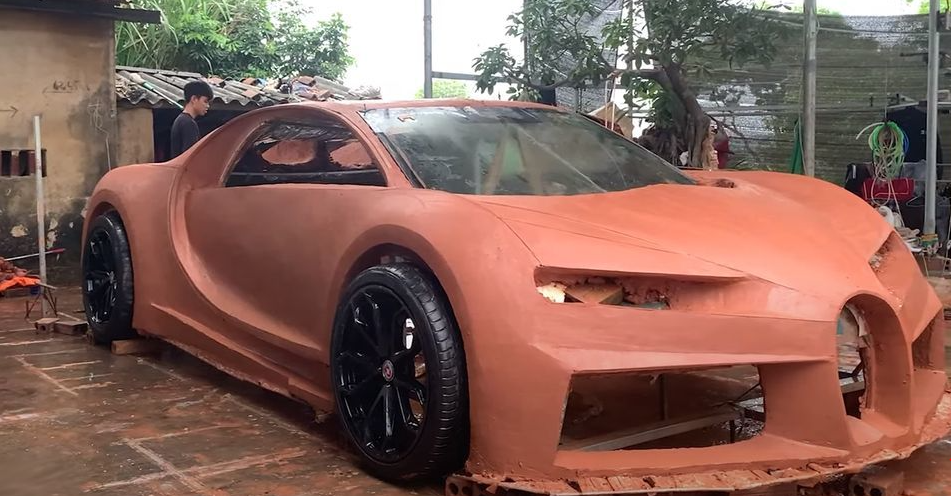 Vietnamese young men got int'l applause for making Bugatti Chiron using clay