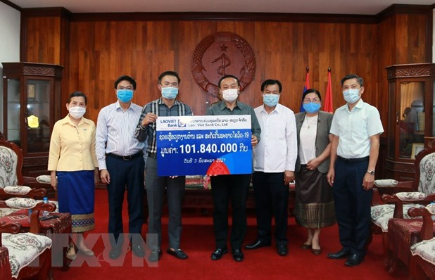 Vietnamese enterprises in Laos join hands with local authority to fight pandemic