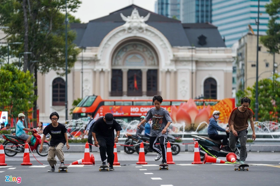 Le Loi Street emerges as new skateboarding haven for HCMC youth