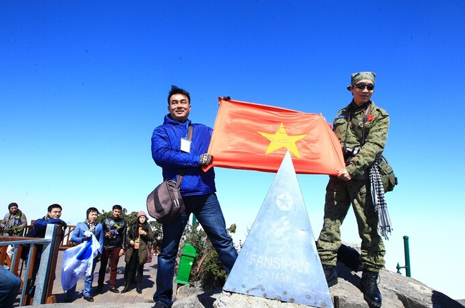 Making of a monument: creator of Fansipan's stainless steel peak revisits mountain summit