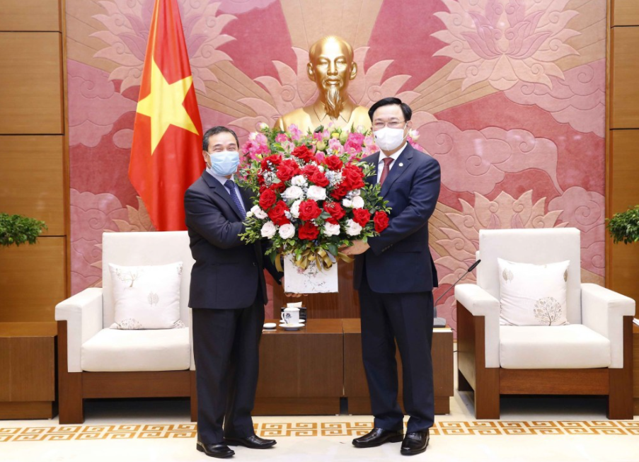 Vietnam places consistency in giving the top priority to its relations with Laos