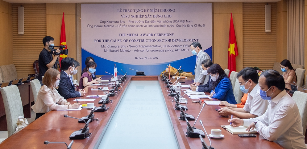 JICA experts in Vietnam receives medals from Ministry of Construction