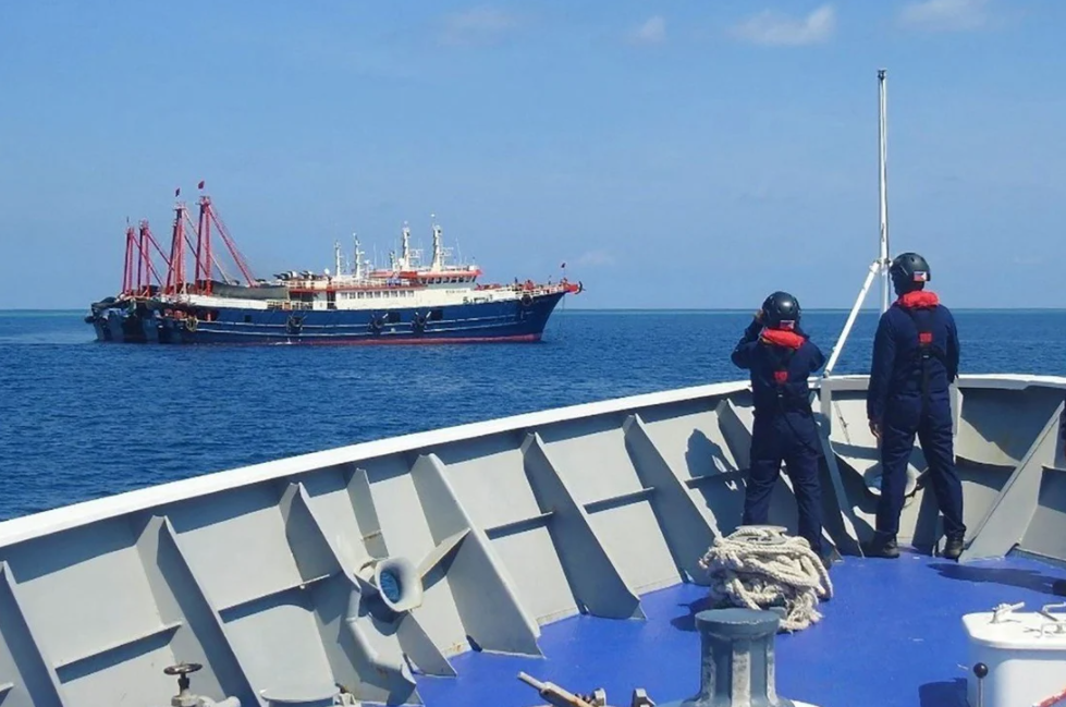 Philippines refuses to withdraw ships from Bien Dong sea amid tensions with Beijing