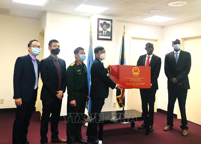 Vietnam gifts medical supplies to support South Sudan against pandemic