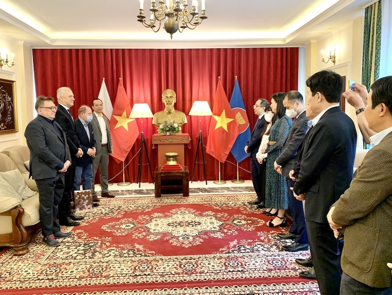 Vietnam, Poland agree on plans to strengthen cooperation