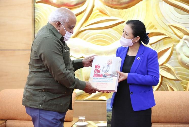 New Cuban ambassador to Vietnam takes up position