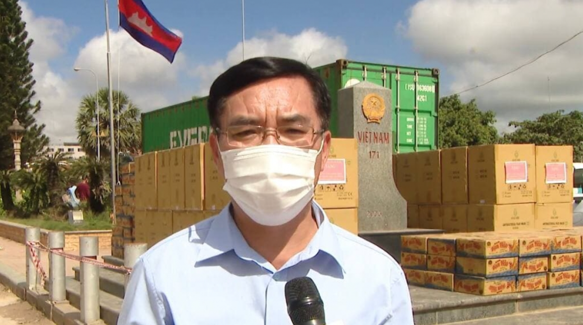 Vietnamese in Cambodia receive relief aids to overcome struggles caused by pandemic