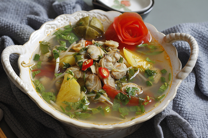 Recipe: Sweet and sour pineapple clam soup, with video