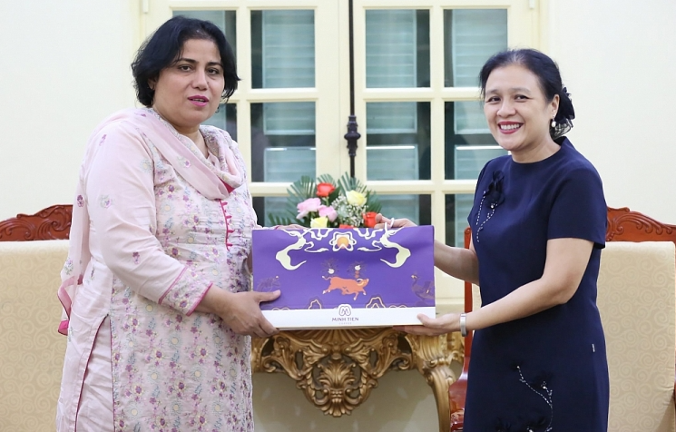VUFO President and Pakistan Ambassador discuss plans to promote bilateral relations