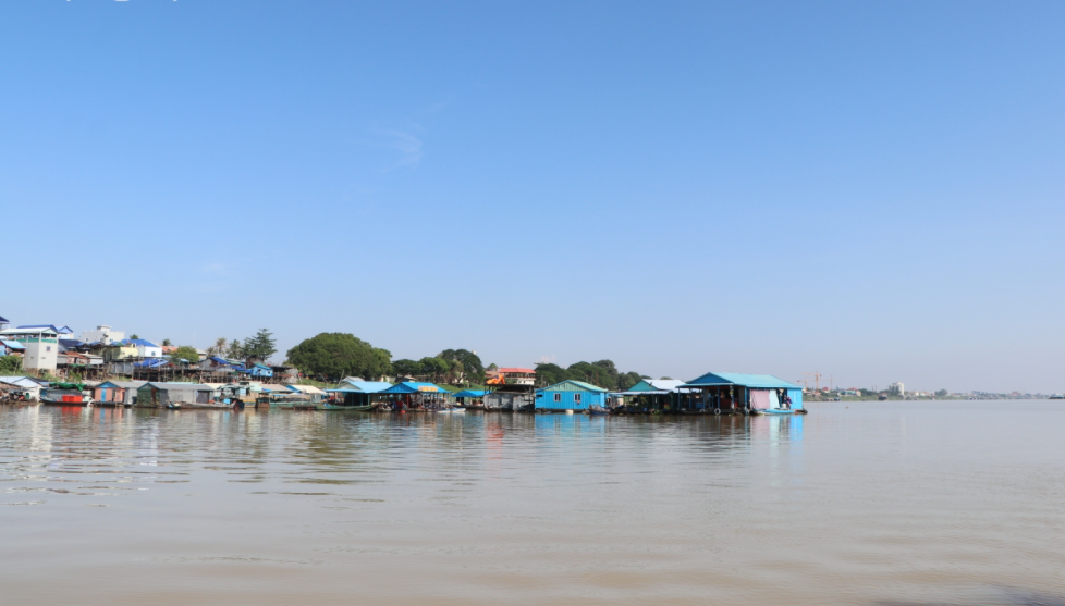 Vietnamese in Cambodia struggle as local authority dismantles temporary shelters