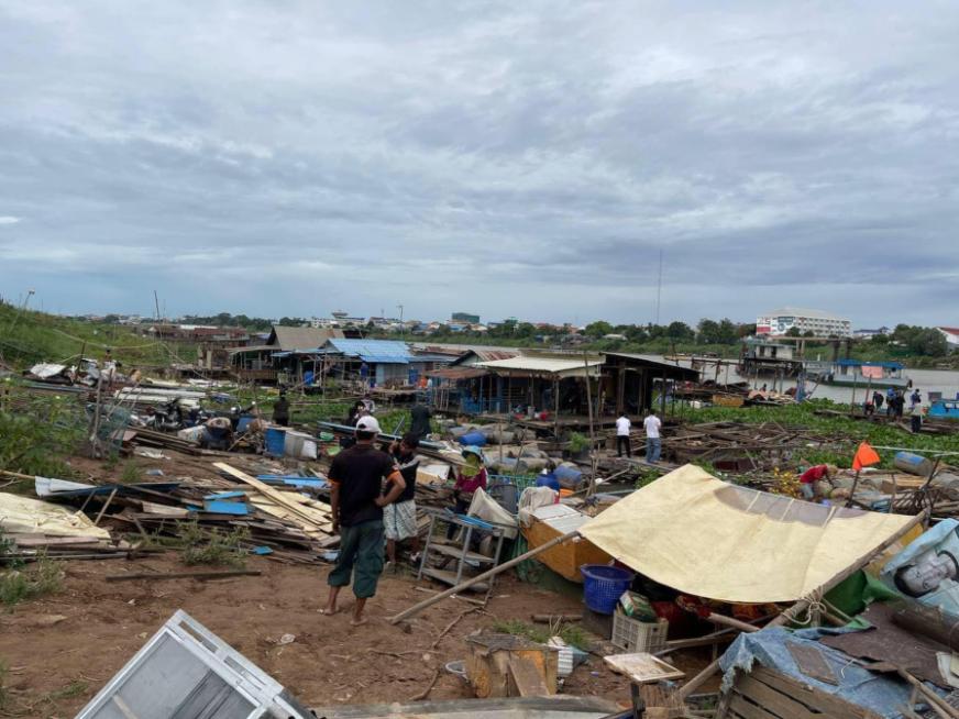 Vietnamese-Cambodians struggle after boat houses dismantled