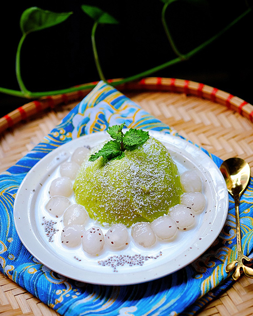 make chilled avocado and coconut dessert soup recipe to beat up summer heat by yourself