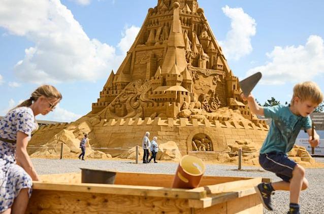 World's Biggest Sandcastle Built in Denmark, Taking 5,000 Tons Of Sand - Video