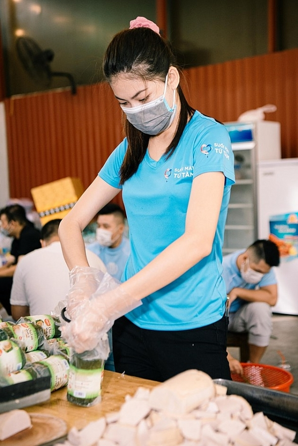 Miss Vietnam beauties lend helping hand to poor people in Ho Chi Minh City