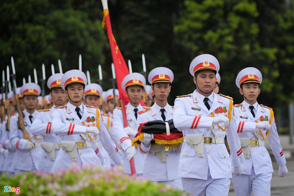 Hanoi flew flags at half-mast at General Secretary Le Kha Phieu funeral