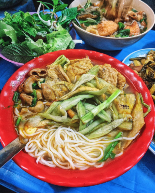 Four  late-night dishes for a foodtour around Vietnam
