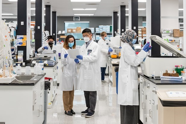 Vietnam Covid-19 Updates (August 3): Vingroup Receives mRNA Vaccine Production Technology