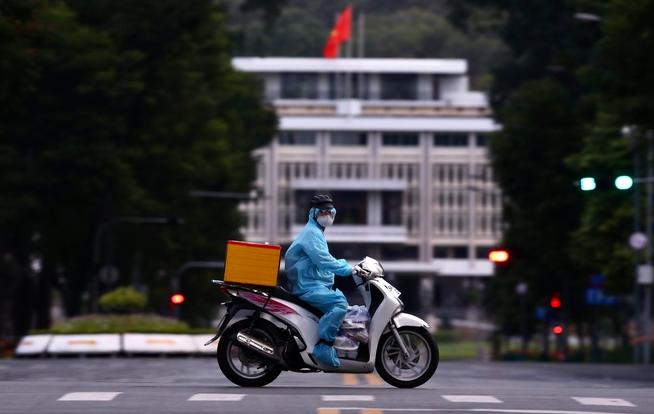 Vietnam Covid-19 Updates (August 5): Double-jabbed Arrivals Set For Seven-day Quarantine