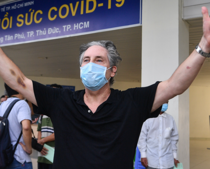 British Expat Thanks Vietnamese Doctors for Covid Treatment