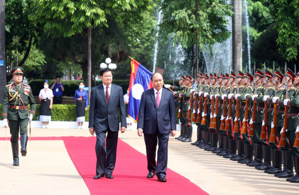Vietnamese & Laotian high-level Leaders Meet to Boost Cooperation During Current Visit