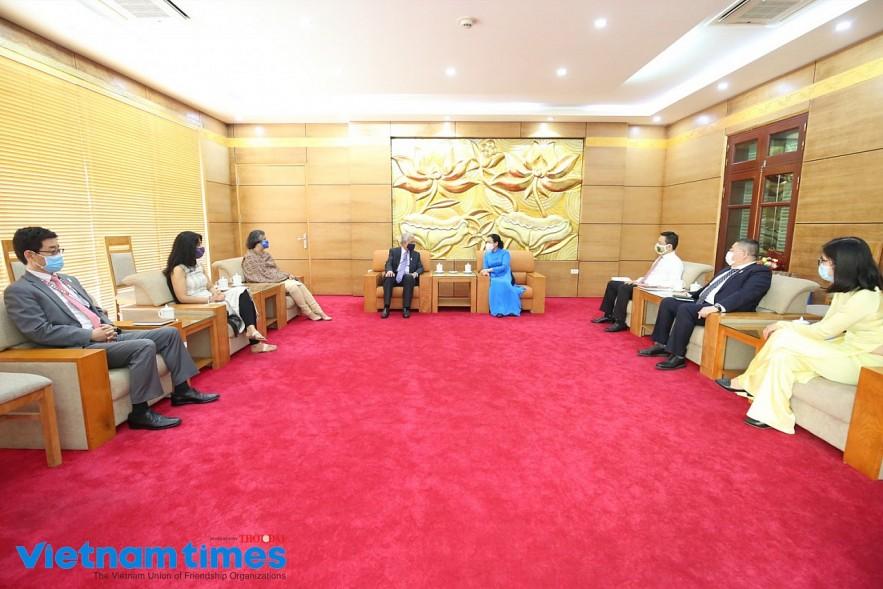 UN Resident Coordinator in Vietnam Granted VUFO's Highest Award