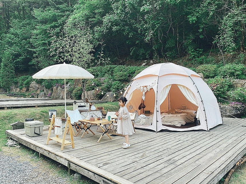 Vietnamese-Korean family Teach Children About Nature Through Camping