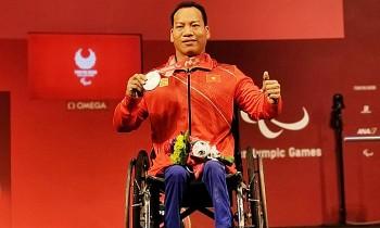 Vietnamese Weightlifter Wins Silver at Tokyo 2020 Paralympics