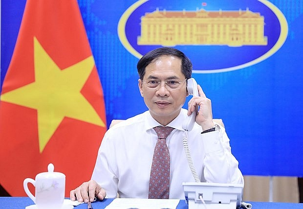 Vietnamese Foreign Minister Holds Phone Talks with Australian and Serbian Counterparts