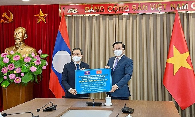 Hanoi Assists Laotian Localities in Fighting Pandemic
