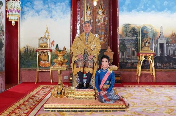 who is sineenat wongvajirapakdi thailand kings first in a century royal consort