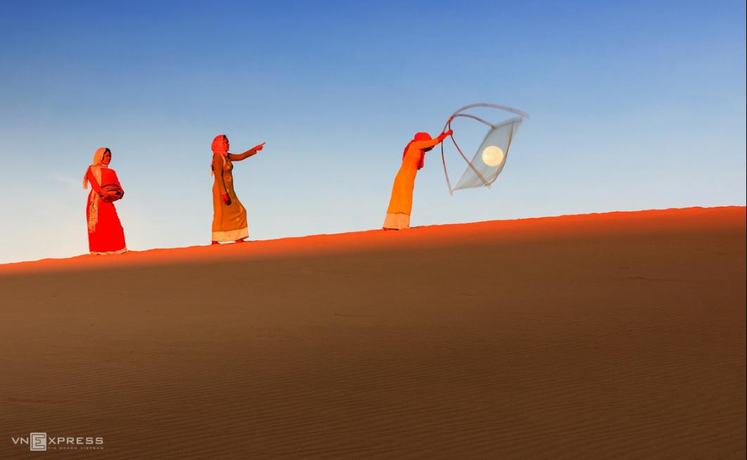 exploring ninh thuans beauty of sand dunes under moonlight