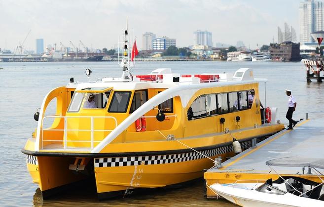Sai Gon river bus   A rhythm of idleness