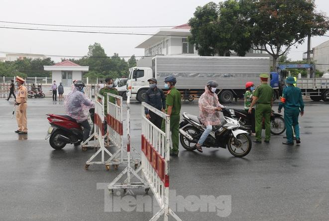 COVID-19 Updates (September 15): Da Nang removes medical checkpoints at city entrance