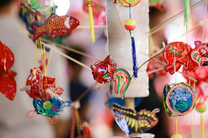 hanois famous toy street sparkles as mid autumn festival draws near