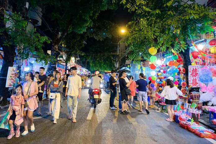 hanois famous toy street sparkles as mid autumn festival draws near