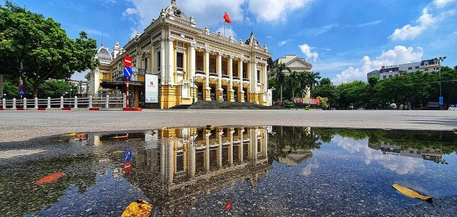 Peaceful Autumn Arrives in Hanoi