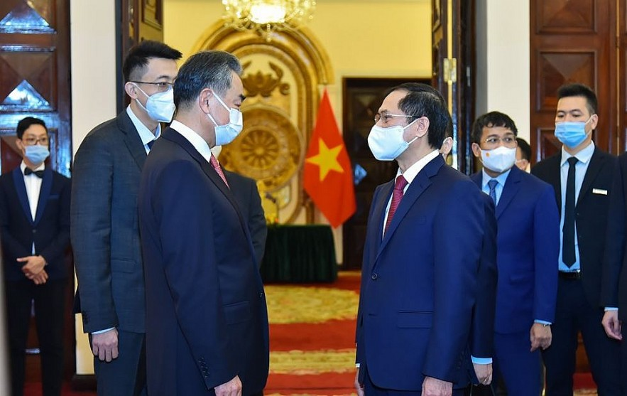 Vietnamese Leaders Welcome Chinese FM, Stress Need To Well Control Sea Disagreements