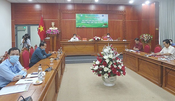 Ca Mau Holds Online Forum on Seafood Consumption
