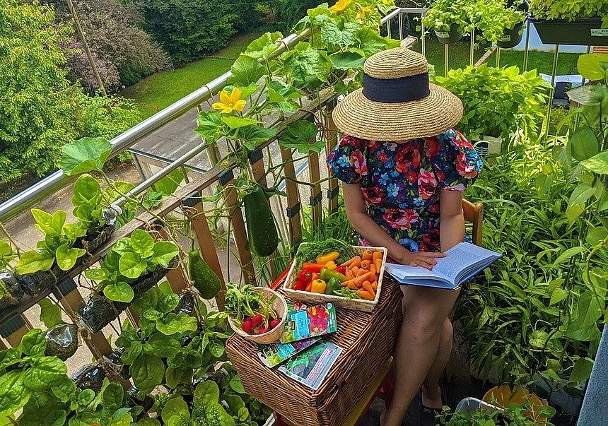 Vietnamese Woman Living France Turns Balcony Into Garden