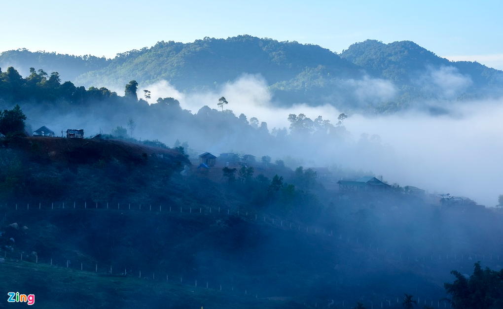 admiring the white clouds in the harvest season of east truong son