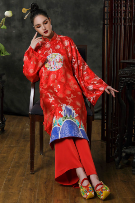 beauty and historical value of vietnamese ancient costumes in nhat binh ao dai