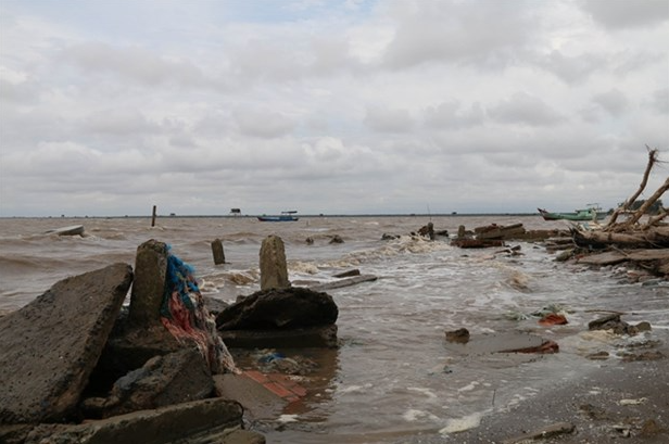 mekong delta province of tien giang faces worsening river canal erosion