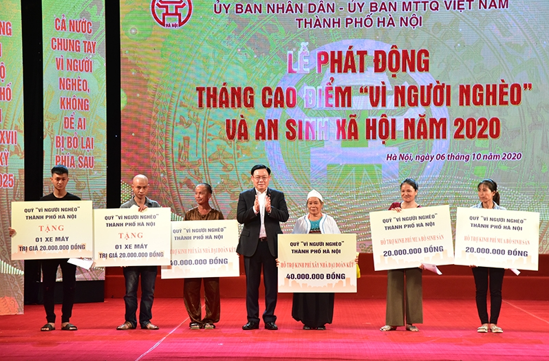 hanoi supports the construction of 7565 houses for the poor