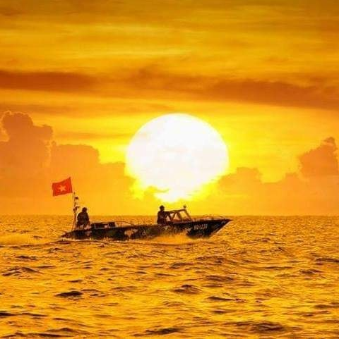 romantic dawn on spratly archipelago