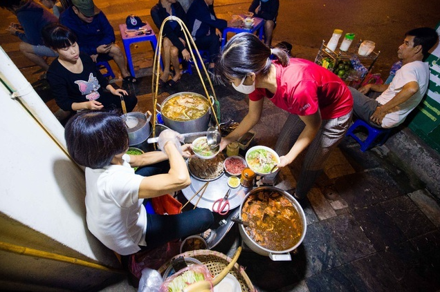hanois strange pho vendor starts the sale at 3 am hundred of customers wait in line