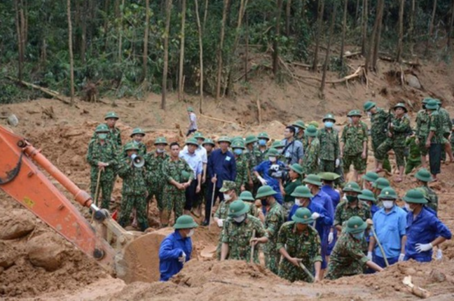13 officers in the landslide of rao trang 3 granted martyr and state honorable titles