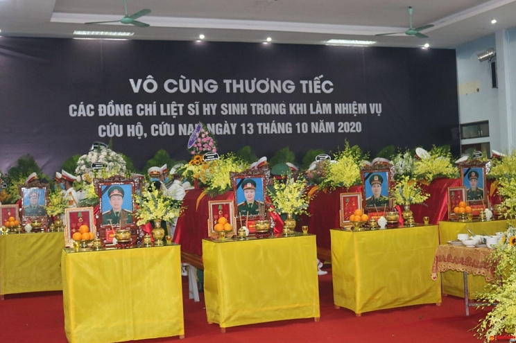 memorial ceremony held for 13 martyrs dying on the rescue road in rao trang 3